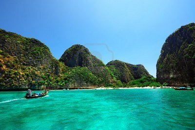 8861843-maya-bay-on-phi-phi-island-in-thailand